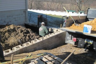 Keystone Compac retaining wall installation